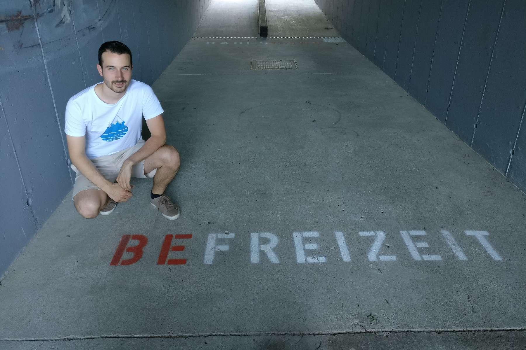Teures Kunstprojekt2.000 Euro für sieben Wörter und ein bisschen Farbe!