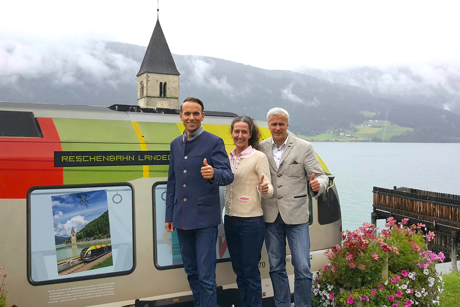 Bahntour im Vinschgau:Bevölkerung ist begeistert von Reschenbahn.