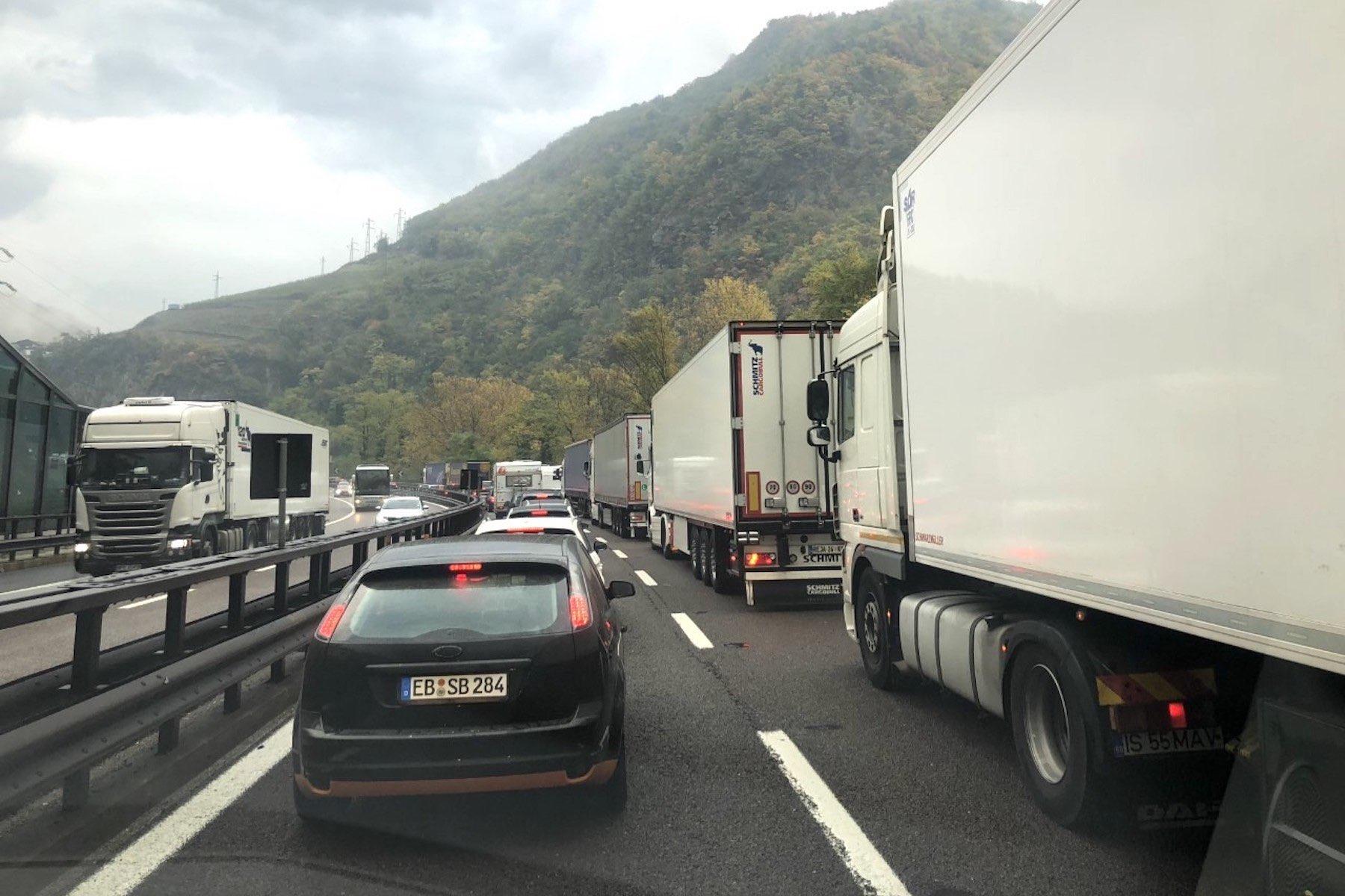 LKW-Stau:Gesamt-Tiroler Mautsystem für Brennerautobahn.