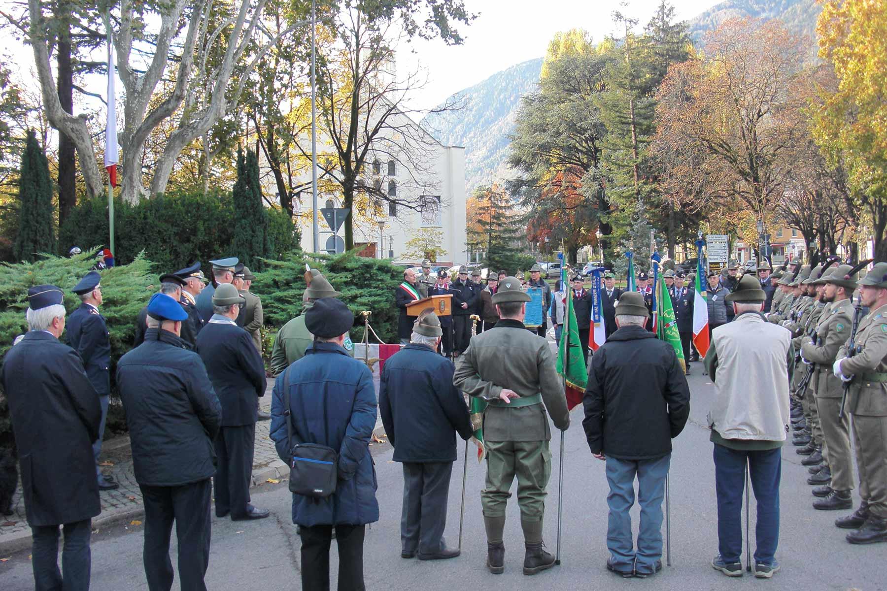 Alpini-Aufmarsch in MeranSkandal: Gedenkfeier vor Terrordenkmal