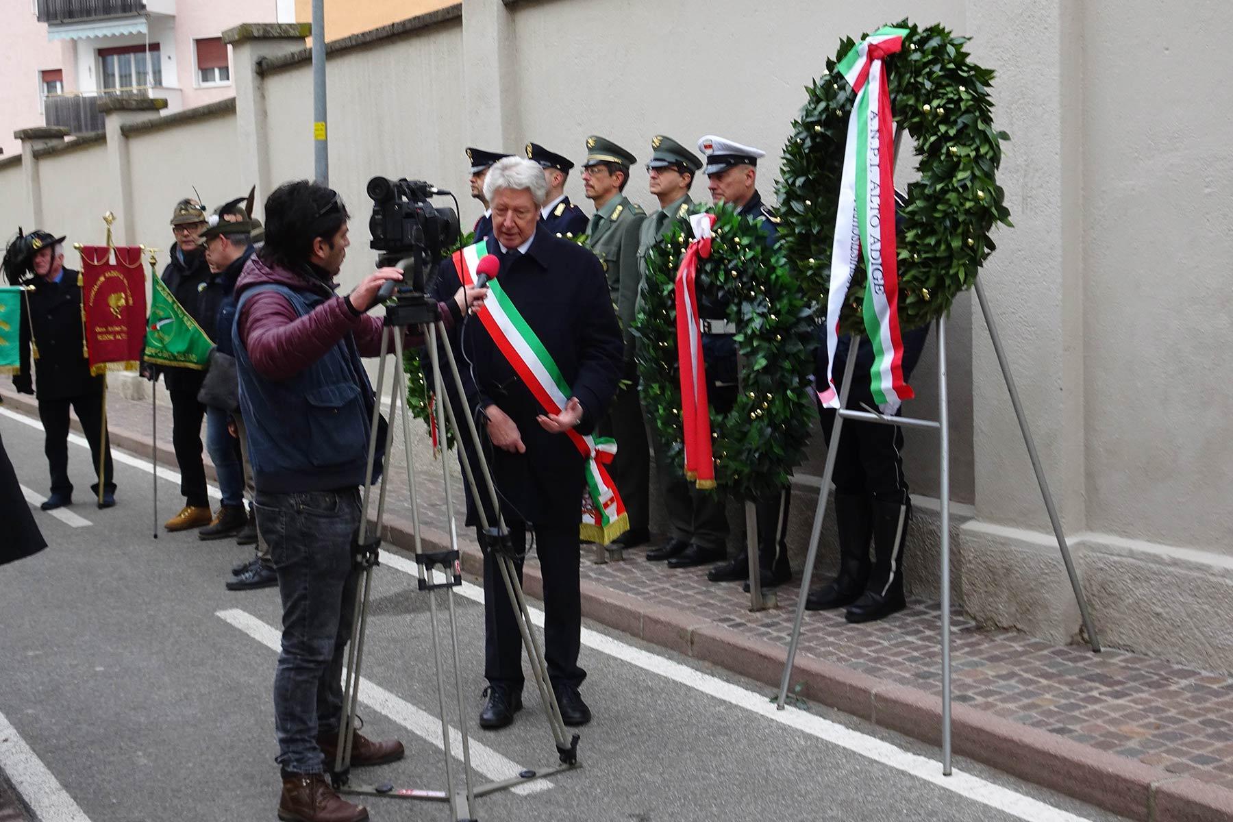 Gedenkfeier in BozenBürgermeister spricht kein Wort deutsch